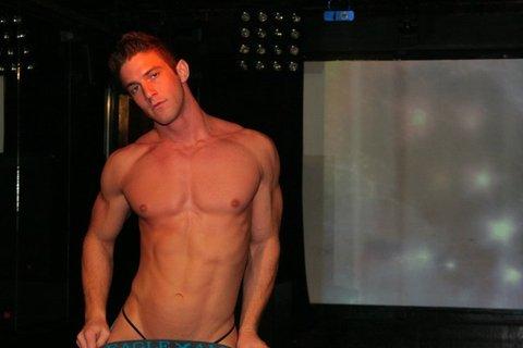 nice muuscle guy stripping